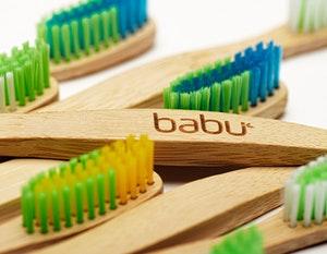 Escova de dentes em bambu, cerdas médias, Babu